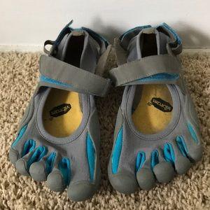 Vibrate Five-Fingers shoes